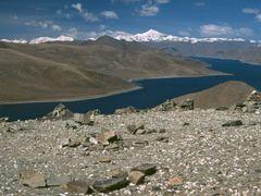 Yamdruk Tso from Kampa La by <b>Dirk Jenrich</b> ( a Panoramio image )