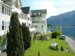 Kvikne`s Hotel Balestrand by <b>KaBu</b> ( a Panoramio image )