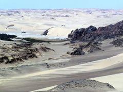 Dune sea meets rocky desert by <b>nafani</b> ( a Panoramio image )