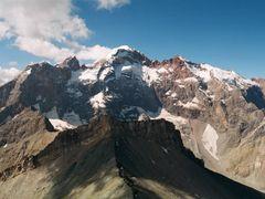 Вершины Адамташ, Мария и Мирали by <b>a_makunin</b> ( a Panoramio image )