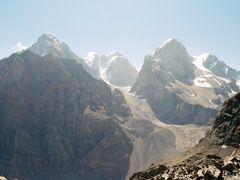 Вершины Чапдара, Бодхона, Замок и Пайхамбер by <b>a_makunin</b> ( a Panoramio image )