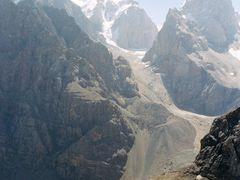 Вершины Чапдара, Бодхона, Замок by <b>a_makunin</b> ( a Panoramio image )