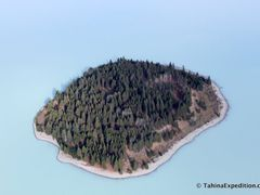 Island in middle of Lake Tekapo - milky color of water from glac by <b>Frank Taylor</b> ( a Panoramio image )