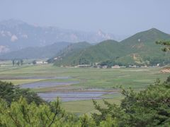 Field workers in North Korea by <b>therathacker</b> ( a Panoramio image )