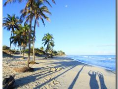 (messi10) Playa Guanabo – adoring the moon [280°]   by <b>©polytropos</b> ( a Panoramio image )