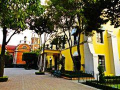 Mexico, D.F., Delegacion Miguel Hidalgo, La Casa Amarilla ::: Ma by <b>Pecg17</b> ( a Panoramio image )