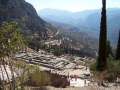 GRECIA - Delfi - Tempio di Apollo by <b>enneeffe</b> ( a Panoramio image )