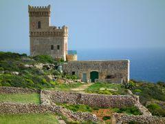 Tower at Ghar-Lapsi by <b>Mario Mizzi</b> ( a Panoramio image )
