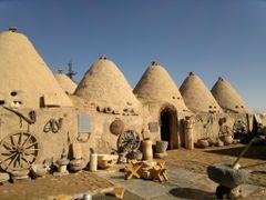 Sanl?Urfa evleri    1000 y?ll?k geleneksel yasam?n gunumuze kala by <b>inanitas</b> ( a Panoramio image )