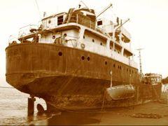 sank boat (orfeo) by <b>~?slavva?~</b> ( a Panoramio image )