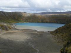 Two colours of volcanic Lower Tama Lake... and 50.000.000th anni by <b>Tomas K?h?ut</b> ( a Panoramio image )