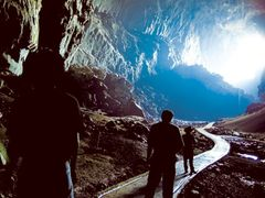 Mount Mulu Cave, known the largest natural cave in the world by <b>Hashrin Baramy</b> ( a Panoramio image )