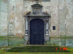 Вхідна брама Колегіального костелу Св.Трійці 1635-1640 by <b>Sabunya</b> ( a Panoramio image )