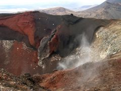 Wide open adult view of Red Crater - Great walk Tongariro Crossi by <b>Tomas K?h?ut</b> ( a Panoramio image )