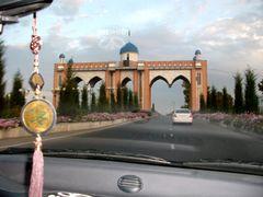 Въезд в Фергану, Ферганские ворота by <b>juzy</b> ( a Panoramio image )