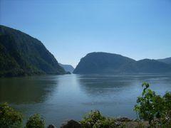 Iesirea Dunarii din Cazane by <b>DiaP</b> ( a Panoramio image )