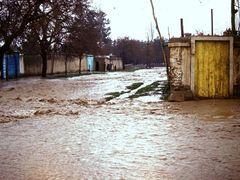 Qala-e-Naw. Flood, deluge. Калай-Нау. Весенний потоп и наводнени by <b>Сургуль</b> ( a Panoramio image )