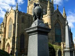 Dunfermline Abbey resting place of king Robert the Bruce by <b>tam R 1313</b> ( a Panoramio image )