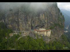 SUMELA MANASTIRI by <b>Orhan DURGUT</b> ( a Panoramio image )