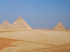 Kair-Giza - wide panorama of the pyramids by <b>majasa</b> ( a Panoramio image )