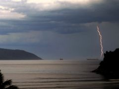 Lightning by <b>Criss Cristina</b> ( a Panoramio image )