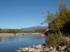 Balsa sobre el rio... by <b>Aurea Barrera</b> ( a Panoramio image )