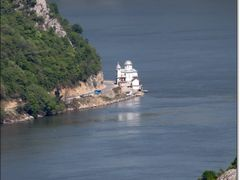 Manastirea Mraconia vazuta de pe dealul Ciucarul Mare by <b>gabiavram</b> ( a Panoramio image )