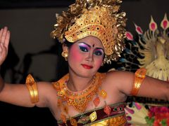 Beautiful dancer from Bali, Indonesia... by <b>FGirolamo</b> ( a Panoramio image )