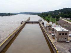 Arkansas River Lock by <b>Ray Gasnick II</b> ( a Panoramio image )
