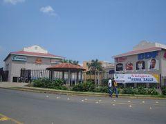 Vista del Centro Comercial Multicentro La Americas by <b>~Kari~</b> ( a Panoramio image )
