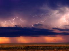 Cloud to Cloud Lightining by <b>Phil Whitlatch</b> ( a Panoramio image )