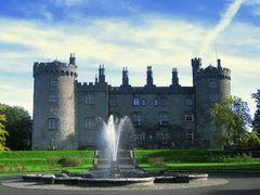 Amazing rear view of Kilkenny castle, Ireland by <b>Istvan Dobos</b> ( a Panoramio image )