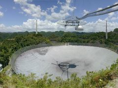 Sweeping panorama of the Arecibo radio telescope by <b>David Herberg</b> ( a Panoramio image )