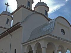 Biserica Sf Petru si Pavel by <b>Macfish</b> ( a Panoramio image )