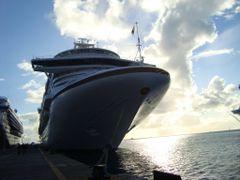 """Sos grande, pero no te temo"" St.Maarten - Phillipsburg by <b>AnaMariaOss</b> ( a Panoramio image )"