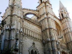 153? ?Catedral de Palma de Mallorca? by <b>C.gpena ?</b> ( a Panoramio image )