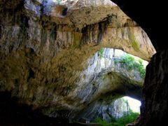 Деветашката пещера /  Devetashka Cave by <b>© Manol Manoman</b> ( a Panoramio image )