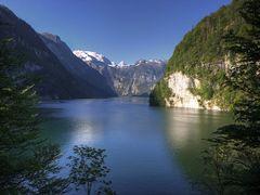 Blick auf den K?nigssee,mit Steinernen Meer und Sch?nfeldspitze by <b>Hartl</b> ( a Panoramio image )