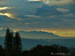 La Durmiente del Sur desde  Naranjo--(amanecer en el Valle Centr by <b>Melsen Felipe</b> ( a Panoramio image )