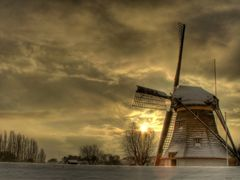 Sunrise on a cold morning by <b>WKT008 ?</b> ( a Panoramio image )