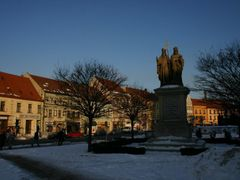 Central sculpture of Karlovo Square by <b>MBagyinszky</b> ( a Panoramio image )