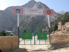 Shakhimardan, Uzbekistan-Kyrgyzstan border by <b>igor_alay</b> ( a Panoramio image )