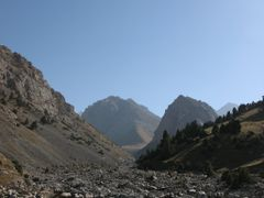Dugoba, Selsky Rock (right) by <b>igor_alay</b> ( a Panoramio image )