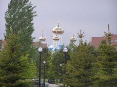 Храм возвышается над парком / Temple towers over the park by <b>Сергей Алесковский</b> ( a Panoramio image )