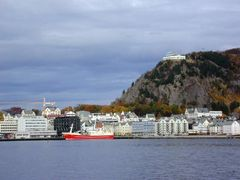 Alesund seen from the south by <b>Owen Morgan</b> ( a Panoramio image )