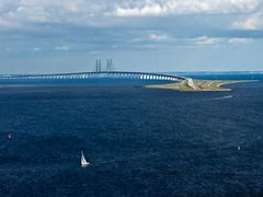 The bridge of Oresund/ Oresundsbron / (7845 m) by <b>Isse</b> ( a Panoramio image )