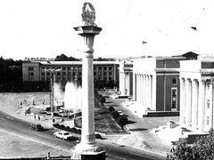 Площадь Ленина 1985 год. by <b>Pershuta</b> ( a Panoramio image )