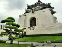 Chiang Kai-shek Memorial Hall by <b>bonavista</b> ( a Panoramio image )