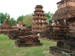 Among the ruins, in Sukhothai by <b>Tomros</b> ( a Panoramio image )