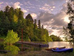 Kayaks at Rooster Rock by <b>™Ken Kruse™</b> ( a Panoramio image )